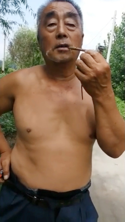 Old daddy was smoking in the park
