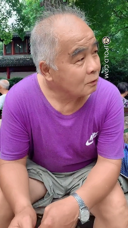 Purple T-shirt white hair old daddy smoke in the park
