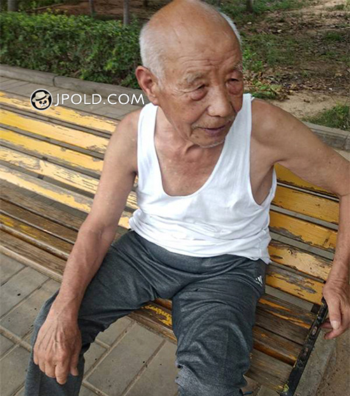 White hair grandpa in white vest shirt sat on the bench