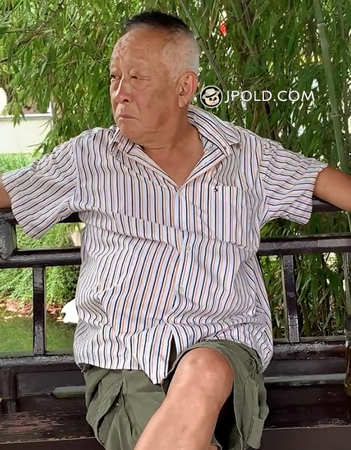 Old man rest in the park