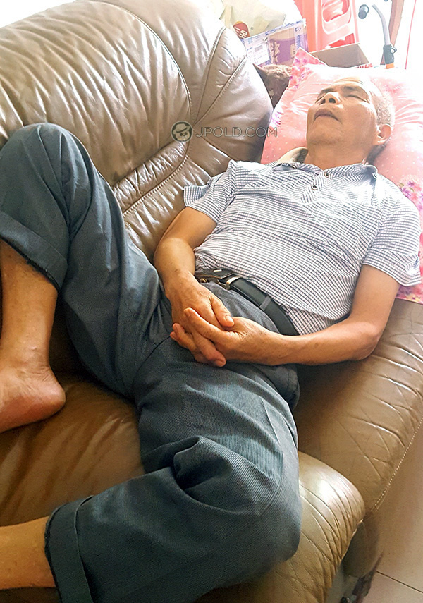 White hair old man was lying on the sofa