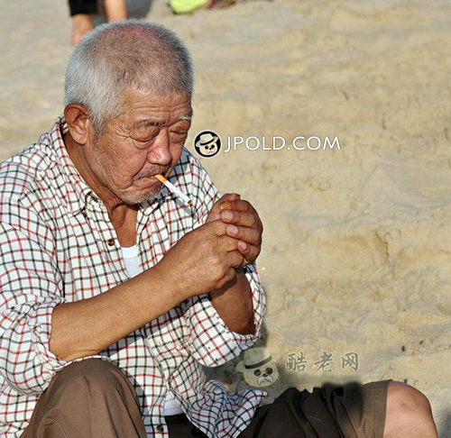 Plaid shirt white hair old man smoke on the beach