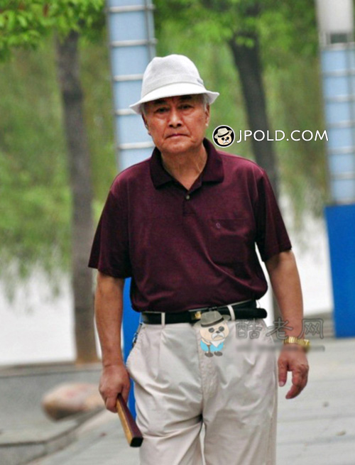 White hat old man in purple polo shirt walked
