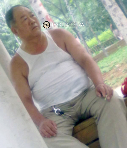 Old daddy in white vest undershirt rest in the park