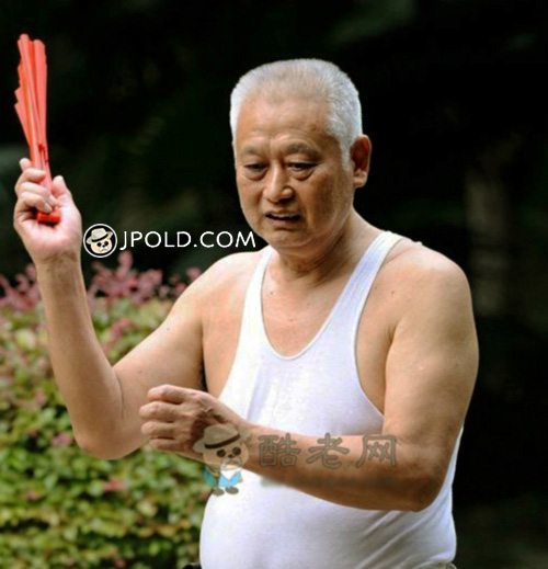 White short hair old man did exercise in the park