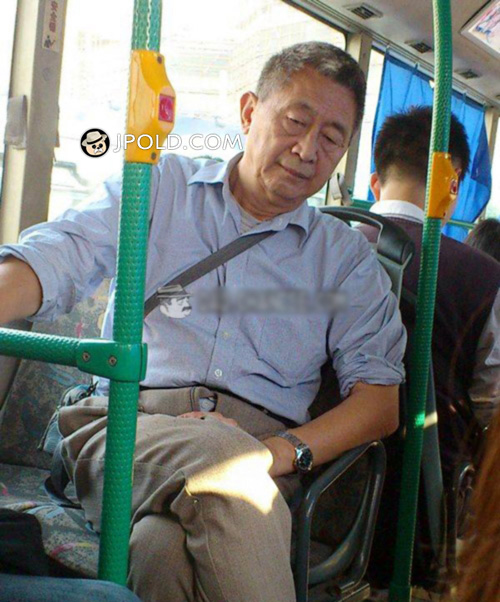 Blue shirt old daddy by bus
