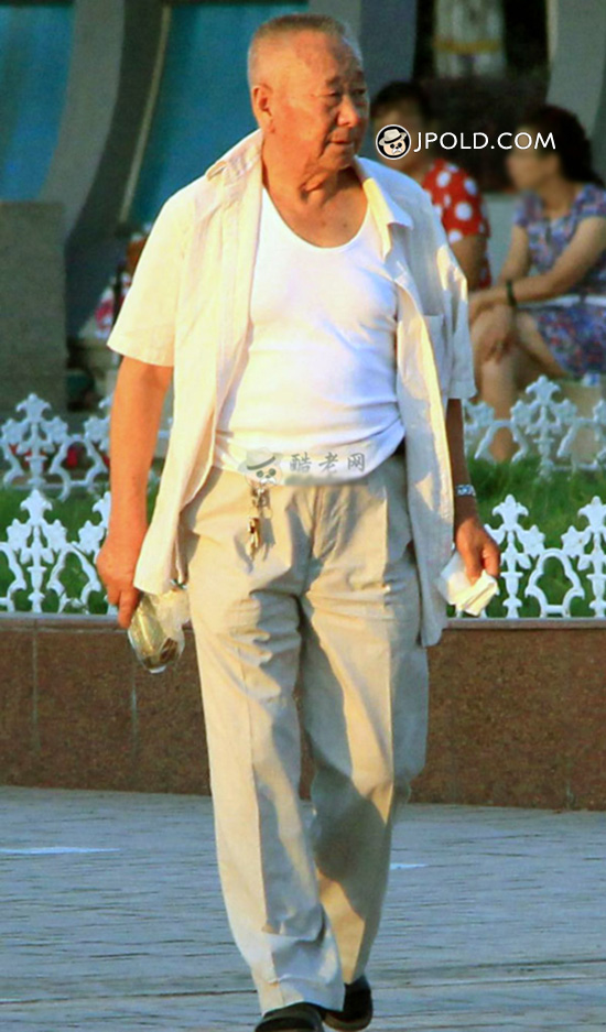White clothes old man walked in the park