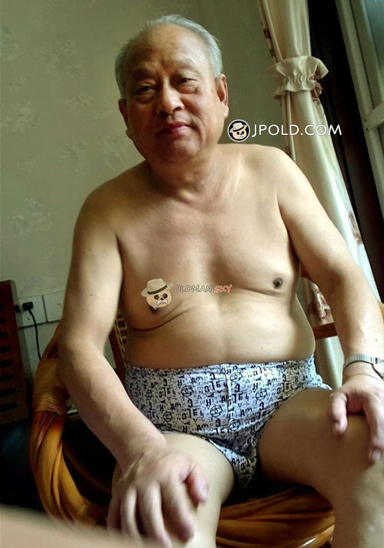 White hair old man in a underwear sat on the chair at home
