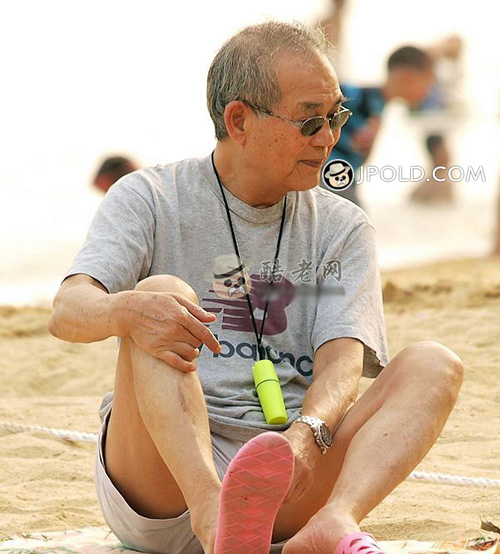 Sunglasses old man sat on the beach