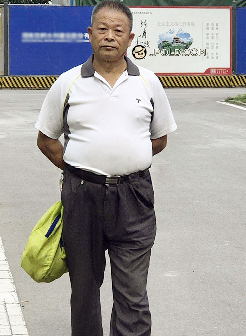 Old daddy in white polo shirt walked around in the park