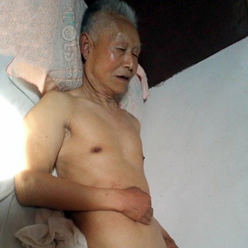 Silver hair skinny old man rest on the bed