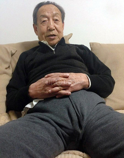 Old man was washing his feet on the sofa