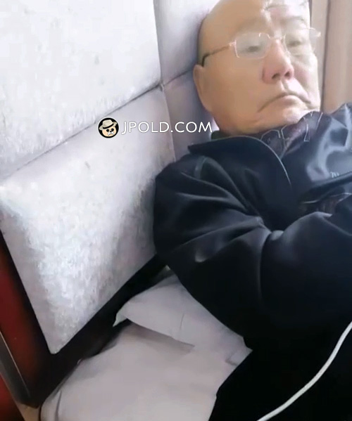 Glasses old man played cellphone in the bed