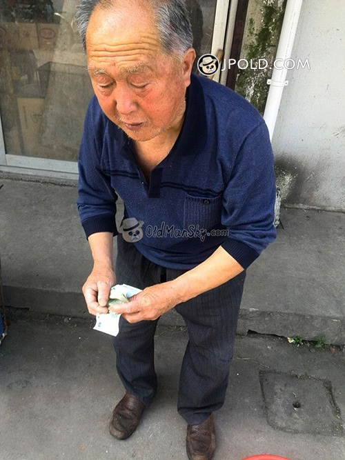 Old man in brown clothes sold vegetables