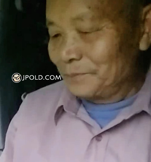 Old man played iPad in the car