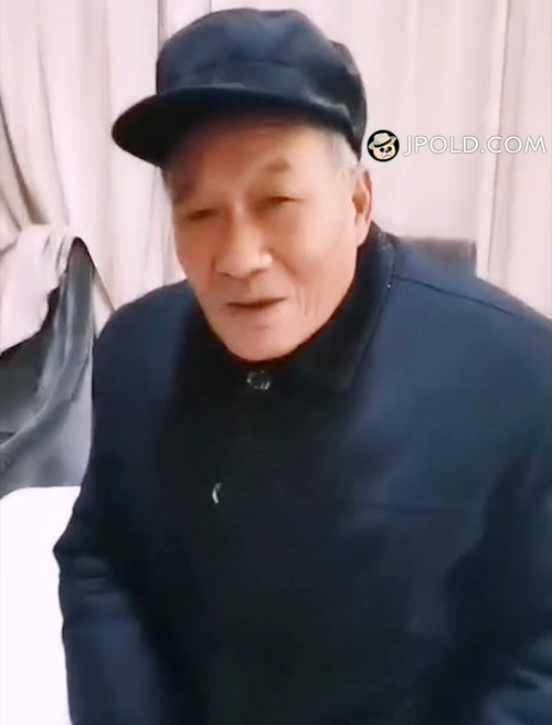 Old man in black clothes talked in the hotel