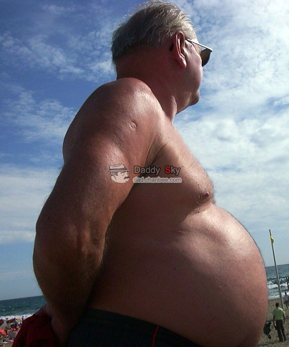 Bellies dad stand on beach