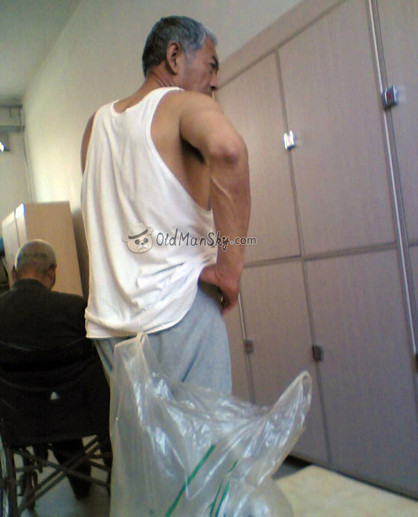 Old daddy in the public dressing room