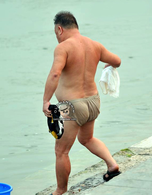 Belly fat old daddy in a underwear washing clothes by the river