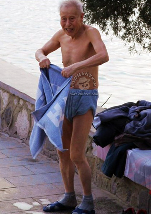Skinny old man in a briefs to swim