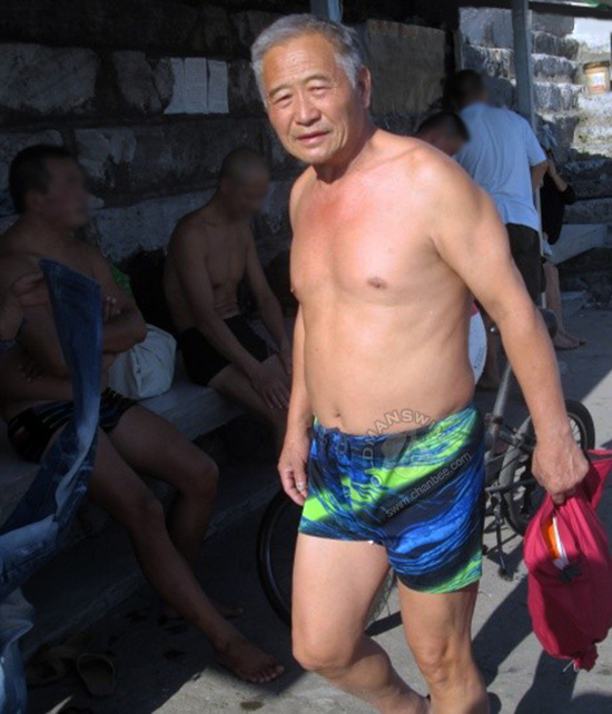 Swimming old daddy put on his blue underwear