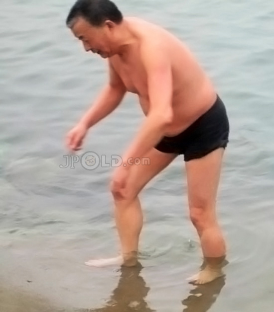 Old daddy in black underwear out of water