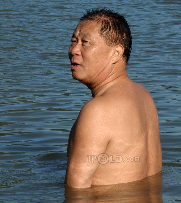 Swimming daddy in black pants out of river
