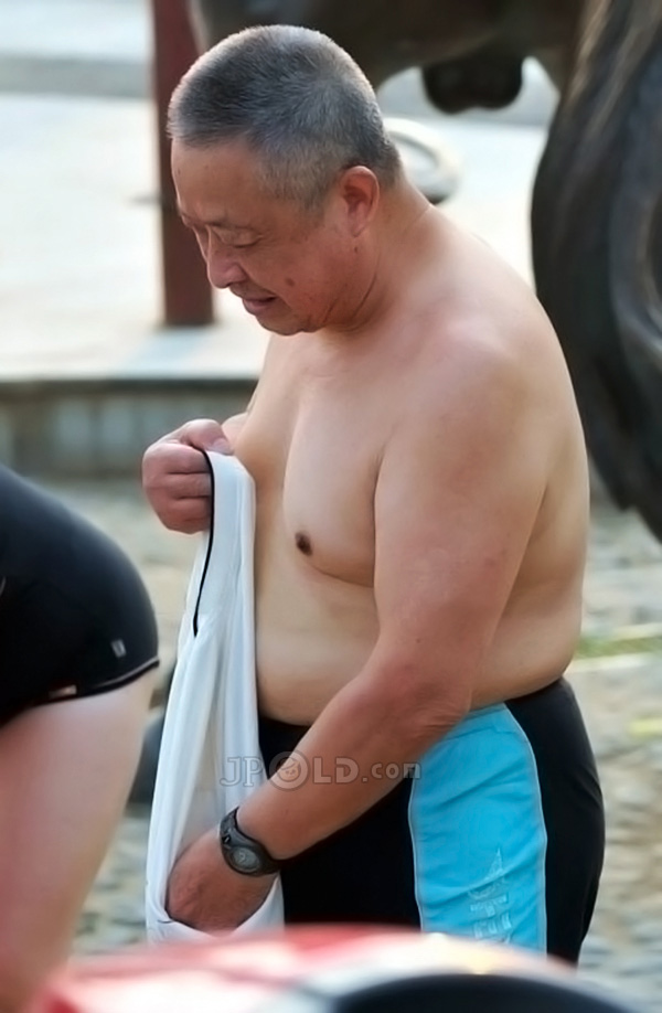 Chubby old daddy in a swimming trunks to swimming