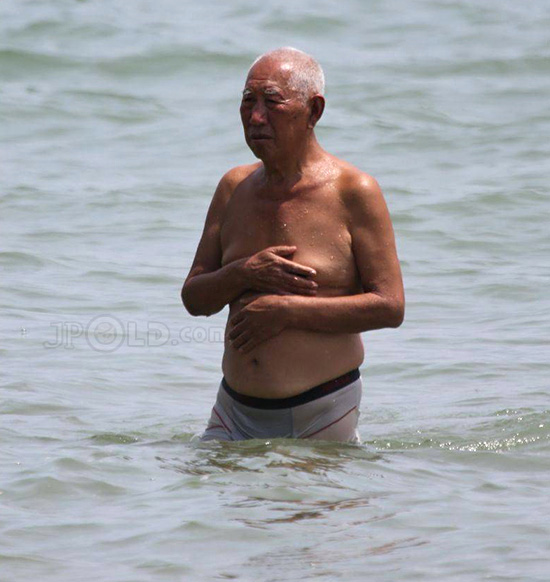 Swimming old daddy in grey underwear out of water