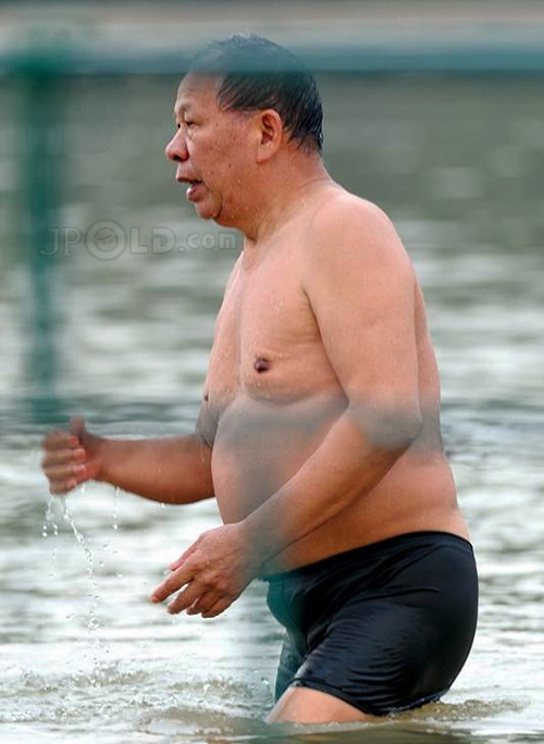 Strong old daddy in black pants goes swimming