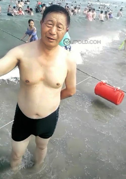 Swimming old daddy in a black underwear at the sea