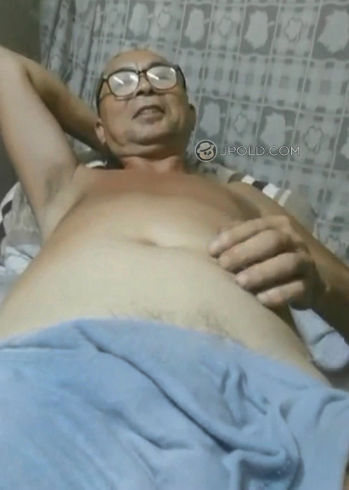 Old daddy in a blue underwear talked in the bed