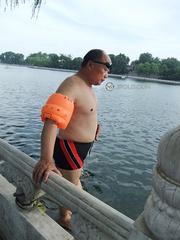 Swimming daddy in a black underwear by the lake