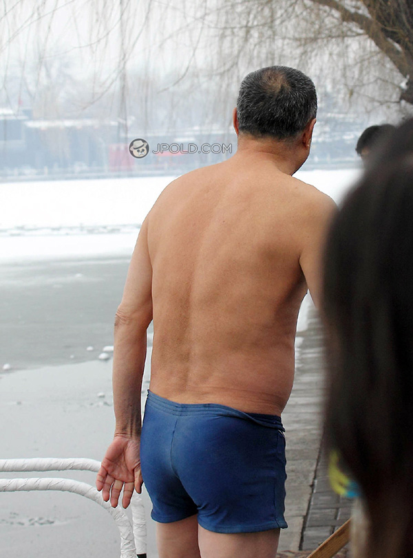 Old daddy in a blue boxer underwear went swimming in the winter