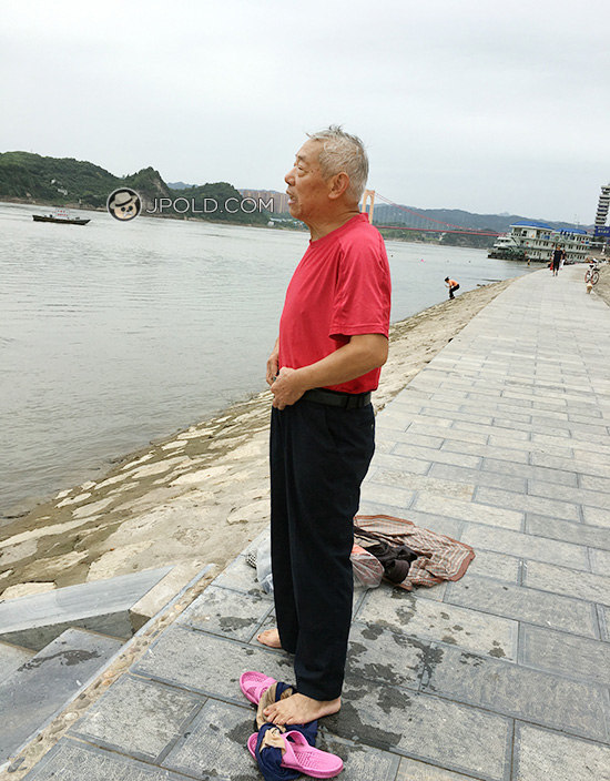 White hair old man in a blue pants went swimming